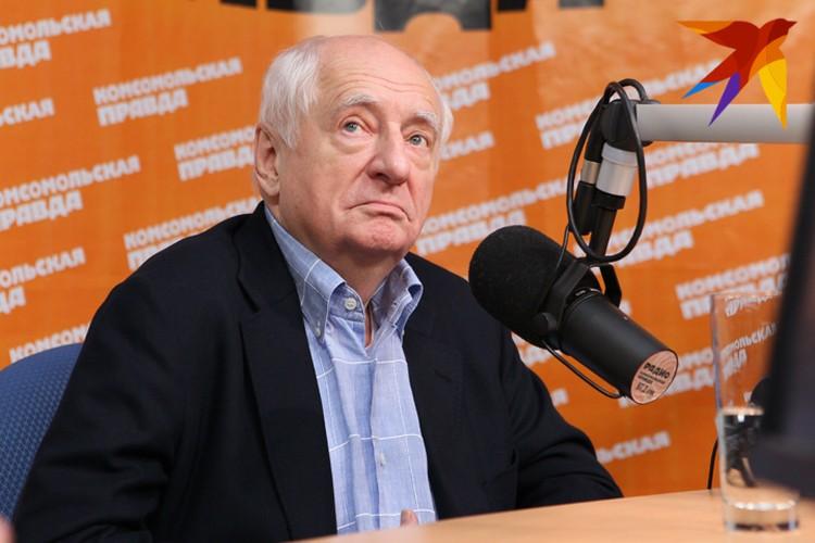 """Марк Захаров в редакции """"Комсомольской правды""""."""