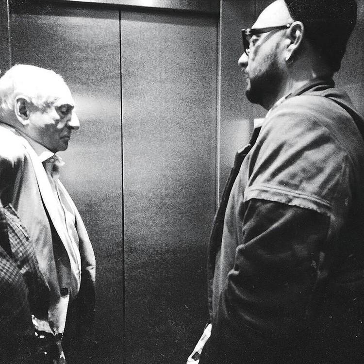 Кирилл Серебренников и Марк ЗАхаров едут в лифте после интервью