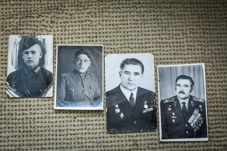 Яков Федорович показал свои фото в молодости.