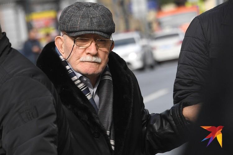 """Армен Джигарханян приехал в """"Ленком"""", чтобы проститься с режиссером Марком Захаровым."""