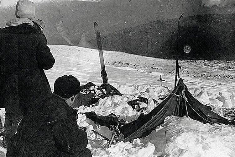 В таком виде поисковая группа нашла палатку погибших туристов в 1959 году. Фото: из материалов дела 1959 года.