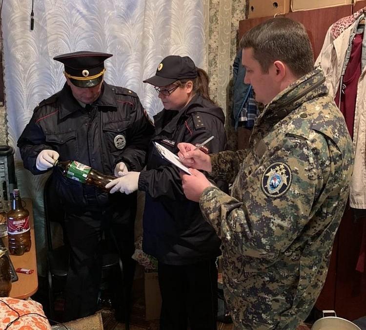 Следователи осмотрели место жительства погибшего. Фото СУ СКР по Саратовской области