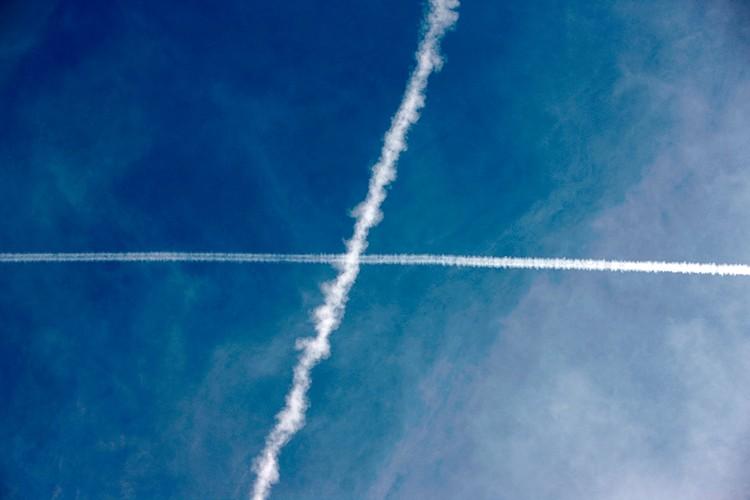 Многие авиакомпании, российские в том числе, сейчас предлагают пассажирам компенсировать свой личный карбоновый след