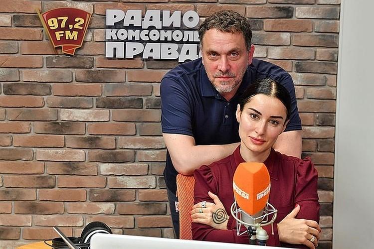 """Максим Шевченко и Тина Канделаки на Радио """"Комсомольская правда""""."""