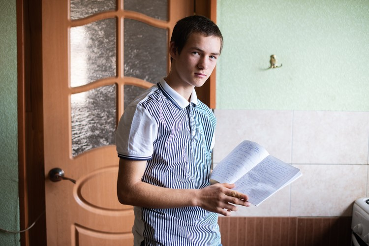 Учеба в школе Владимиру не очень нравится, зато он очень увлечен биологией