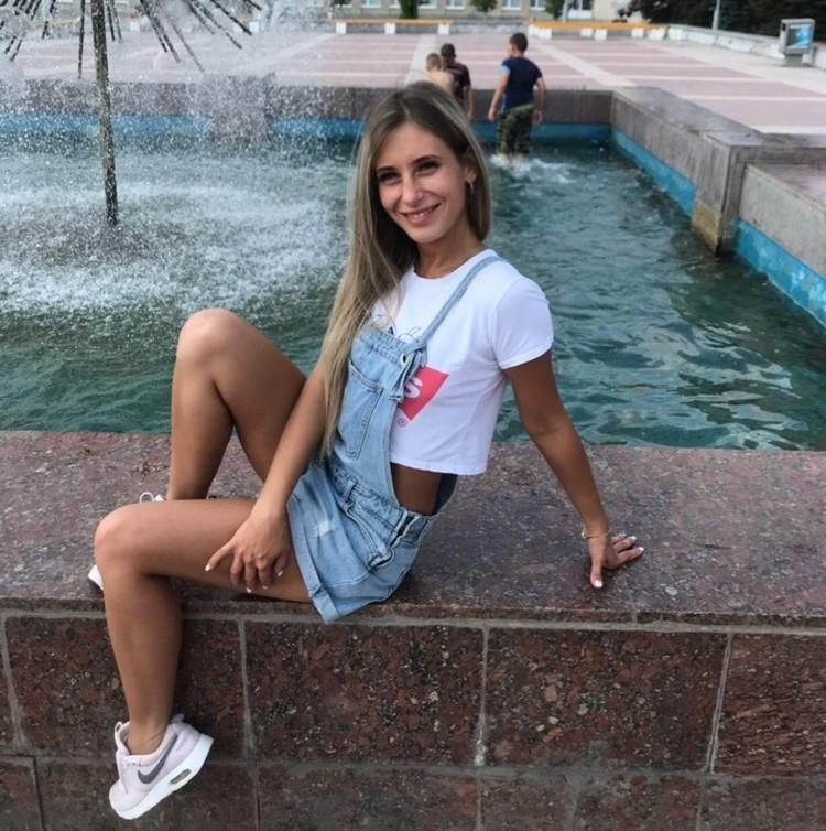 Девушка работает менеджером в Березовском. Фото: СОЦСЕТИ
