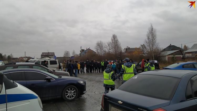 Пропажа Ксении стала главной новостью в Екатеринбурге. Десятки людей приезжают в Шувакиш, чтобы помочь в поисках