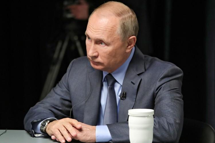 В понедельник Владимир Путин начинает свою поездку в Саудовскую Аравию и Объединенные Арабские Эмираты. Накануне он дал интервью трем телеканалам