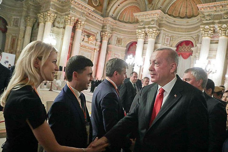 Депутат Госдумы РФ от Крыма Наталья Поклонская и президент Турции Реджеп Тайип Эрдоган во время визита российских делегатов в Турцию.