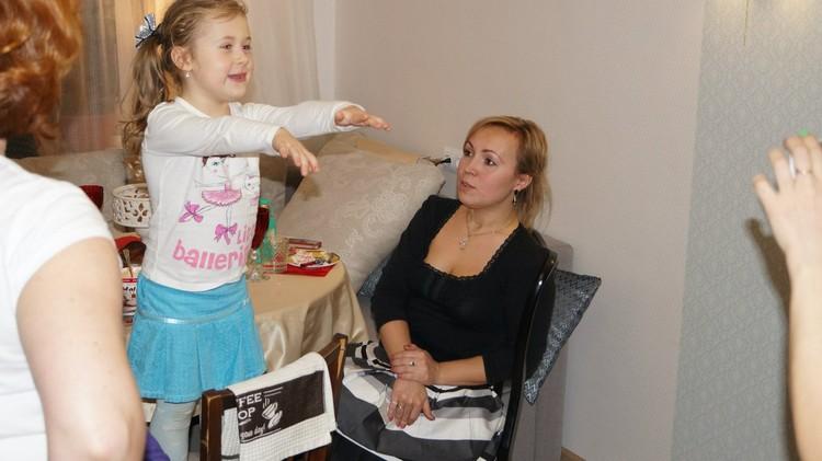 """""""Лиза читает стих"""" - фото из семейного архива Киселевых"""