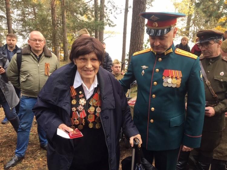 Первую золотую медаль вручили ветерану войны, участнице боев за Ригу Марии Афанасьевне Рашевской