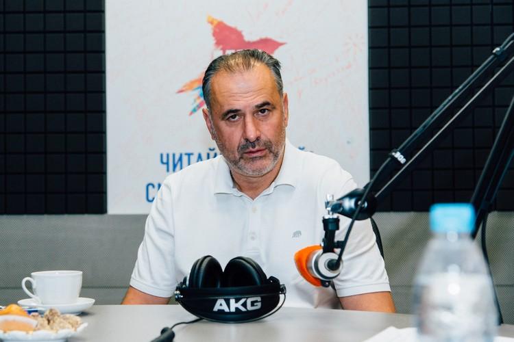 До «Крыльев» черногорский специалист был наставником 6 российских клубов, а также нескольких иностранных.