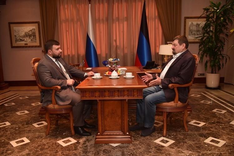 Глава Республики поздравил Леонида Федоровича с победой в проекте. Фото: Администрация Главы Республики