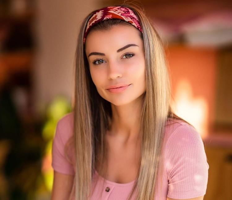 Олеся родилась в Нижневартовске, переехала в Тюмень, а оттуда в Лос-Анджелес