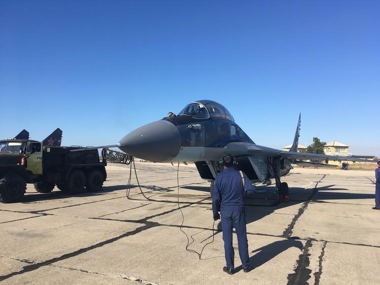 Важный элемент подготовки - отработка совместной работы пилотов и наземных служб
