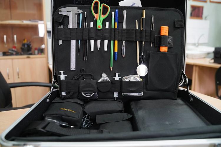 В чемодане криминалиста много полезных для расследования вещей