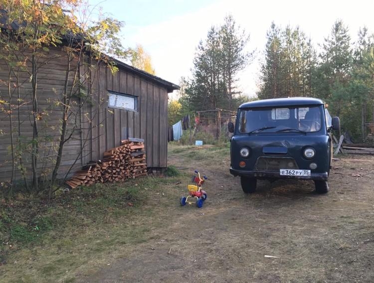 Поселок Кепа - настоящая глухомань. От Петрозаводска 12 часов на маршрутке. Здесь у Лены Лапшиной живет дядя.