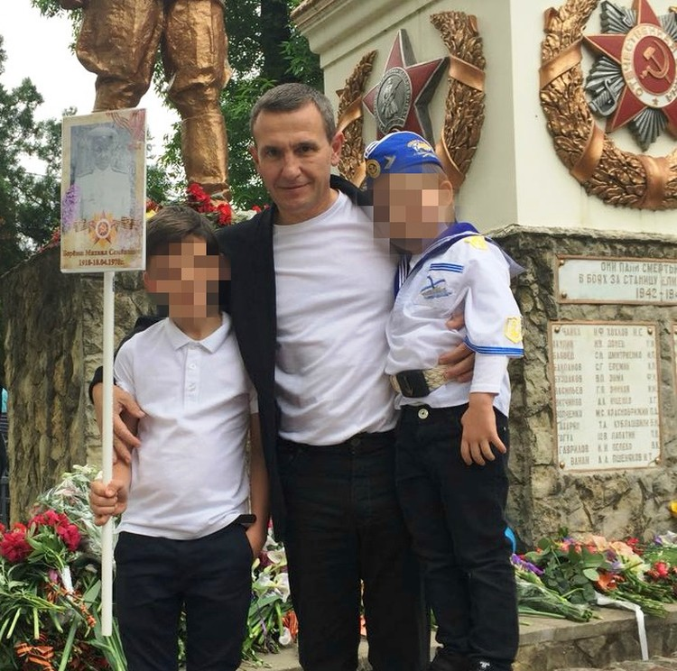 По словам друзей Пономарева, в ночь убийства он был с семьей.