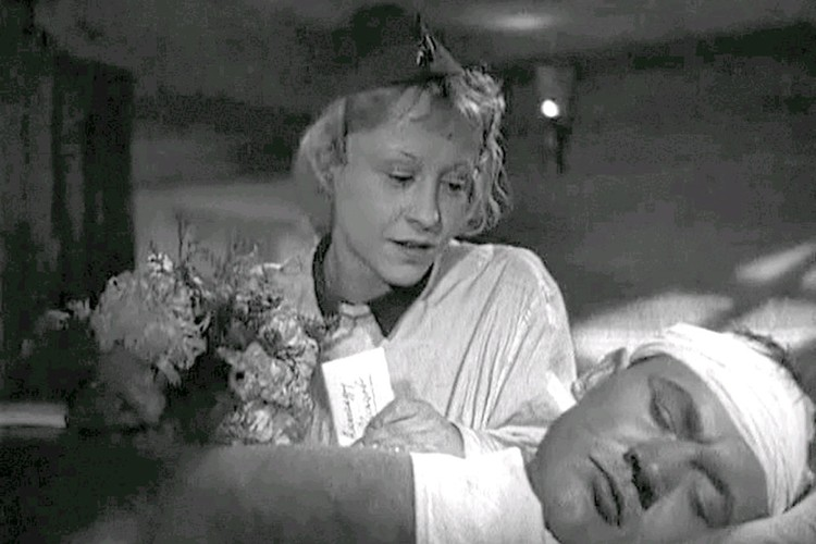 """Роль в фильме """"Два бойца"""" 1943 года. Фото kino-teatr.ru"""