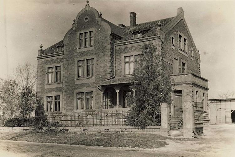 Вот так когда-то выглядел дом ветеринарного врача Рихтера, построенный в 1911 году ФОТО:http://alternativa-art.ru/