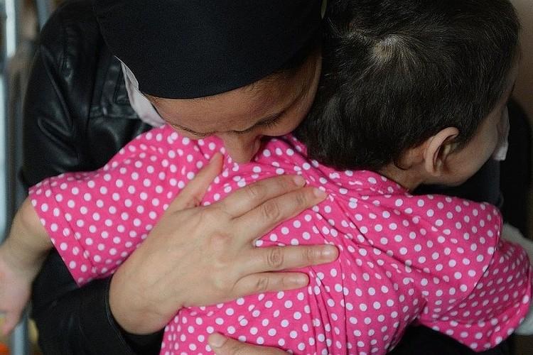 Девочка беззаветно и преданно любит свою мать. Фото: соцсети Анны Кузнецовой