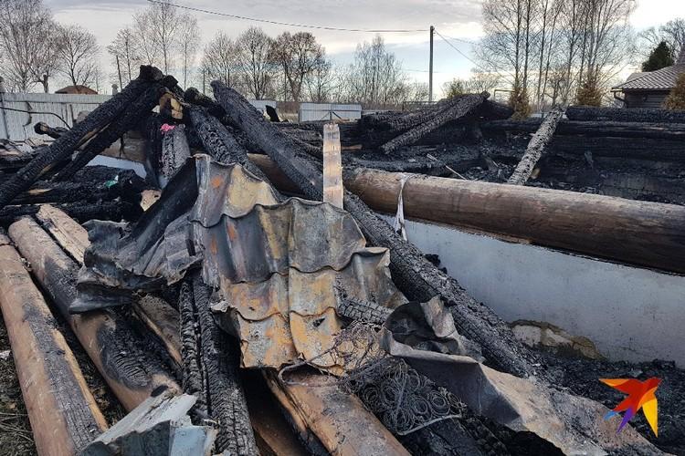 Дом тушили более 30 человек, но отстоять не удалось.