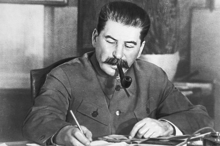 Сталин курил с ранней юности.