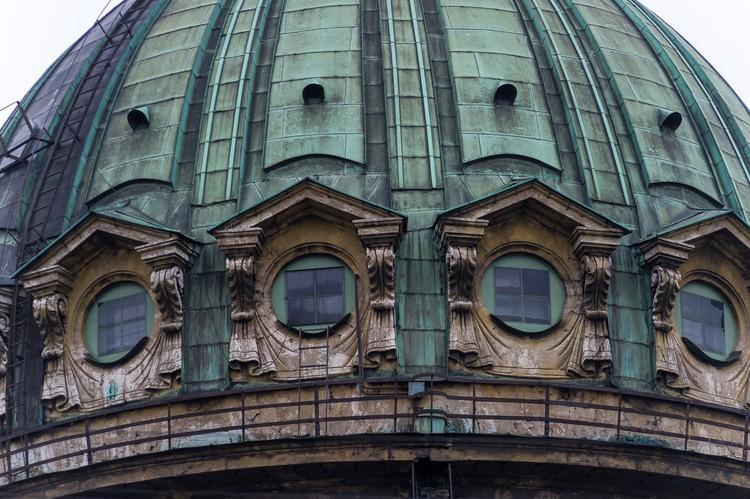 Следующий на очереди купол, а также южный и западный фасады собора