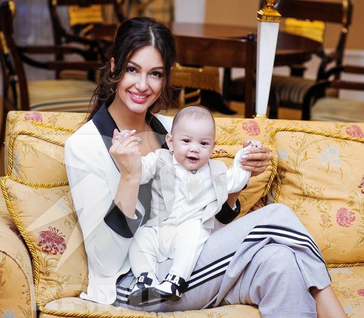 Оксана говорит о сыне: «Это будущий русский король Малайзии»