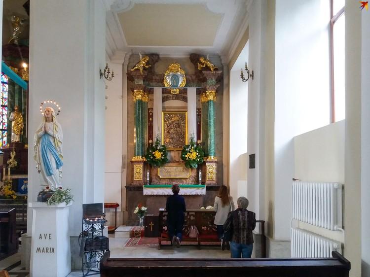 Икона Матери Божией Берестейской XVII века чудом уцелела и хранится теперь в костеле Крестовоздвиженском на улице Ленина.
