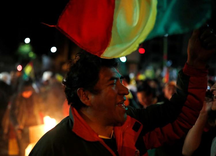 Акции протеста начались после невнятного подсчета голосов на президентских выборах 20 октября
