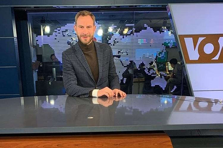 Евгений в офисе медиахолдинга «Голос Америки». Фото: Инстаграм