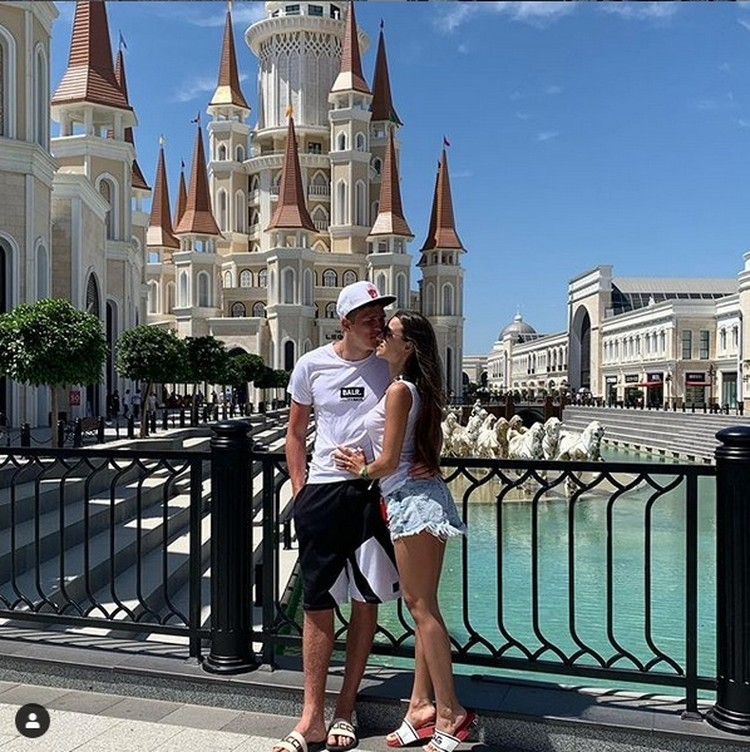 Александр и Елена вместе уже несколько лет. Фото: www.instagram.com/e.soboleva27.
