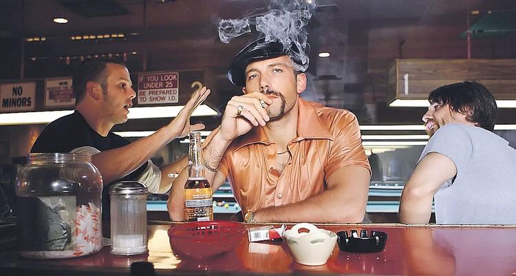 В картине «Козырные тузы» герой Бена Аффлека курил так часто, что актер после съемок решил с табаком завязать. Фото: Кадр из фильма