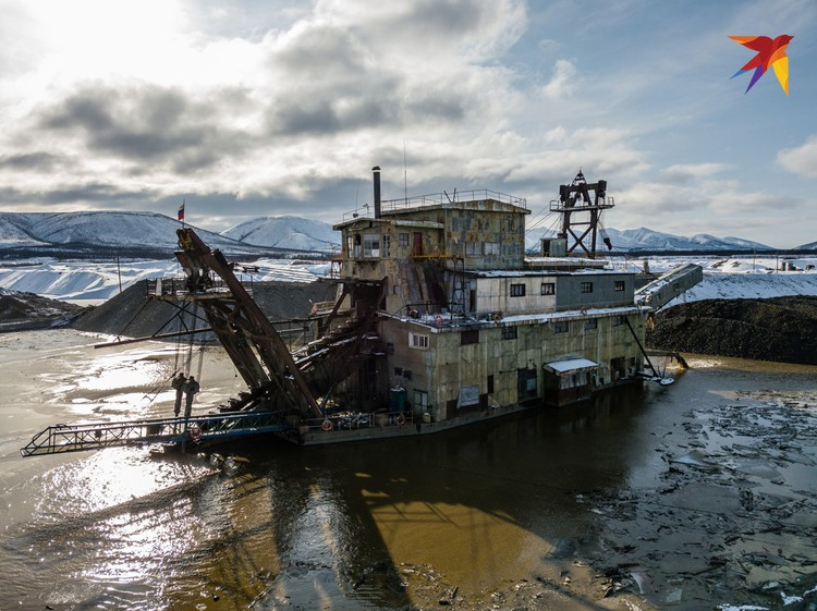 Драги - железные чудовища из фильмов о конце света. Эти монстры стоят на реке и круглосуточно копают дно.