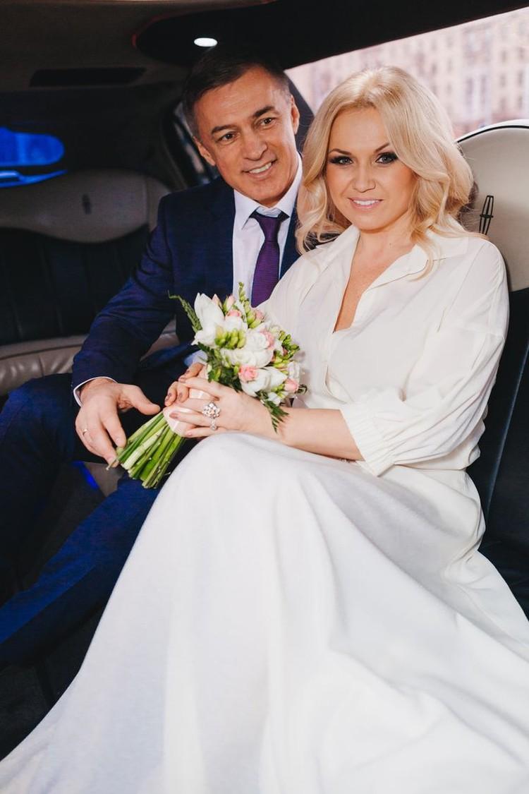Инна с мужем Александром вместе уже седьмой год, на фото - день свадьбы. Фото: личный архив.