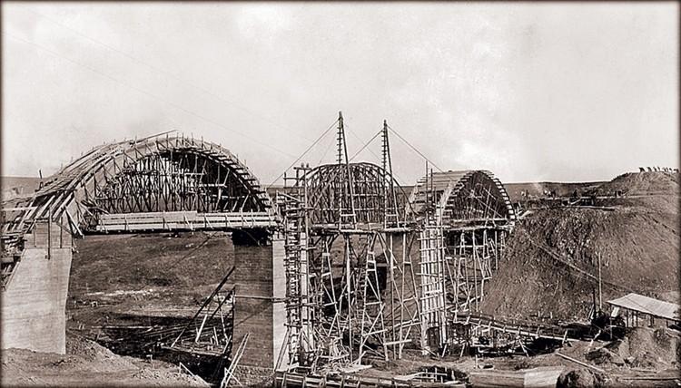 Веселовский мост во время строительства