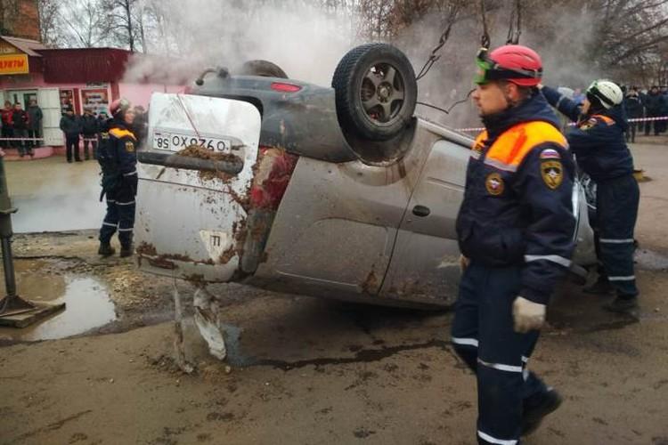 В салоне автомобиля находились двое мужчин. Спасти их не удалось.