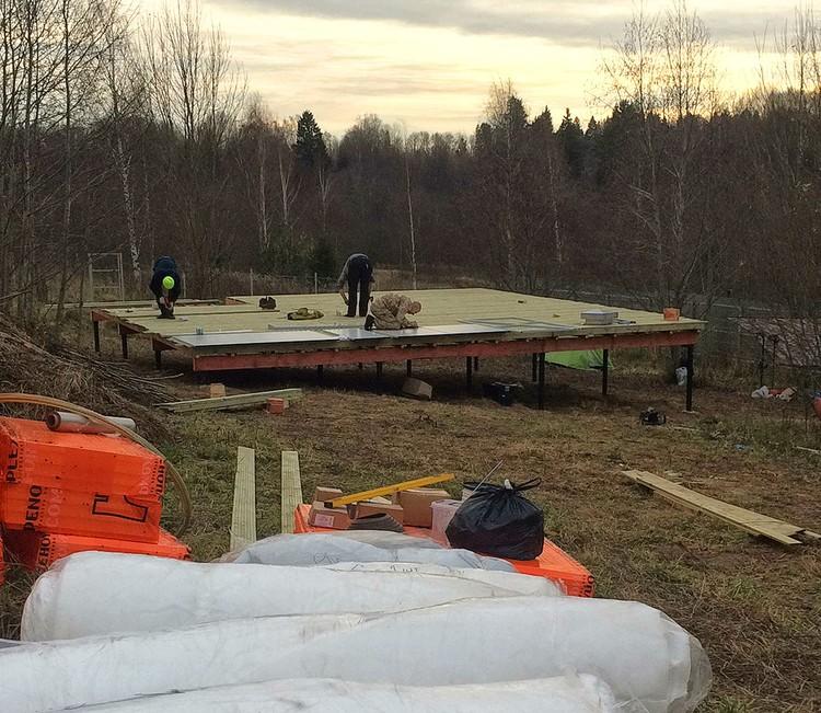 Начало строительства купола. Сборка подиума (а она оказалась процессом достаточно трудоемким) позади.