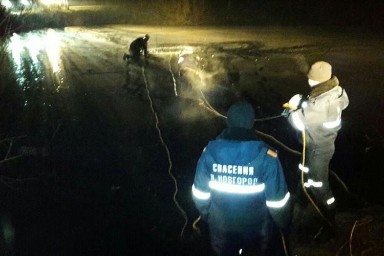 Сообщение о затопленной в пруду легковушке поступило вечером 21 ноября.