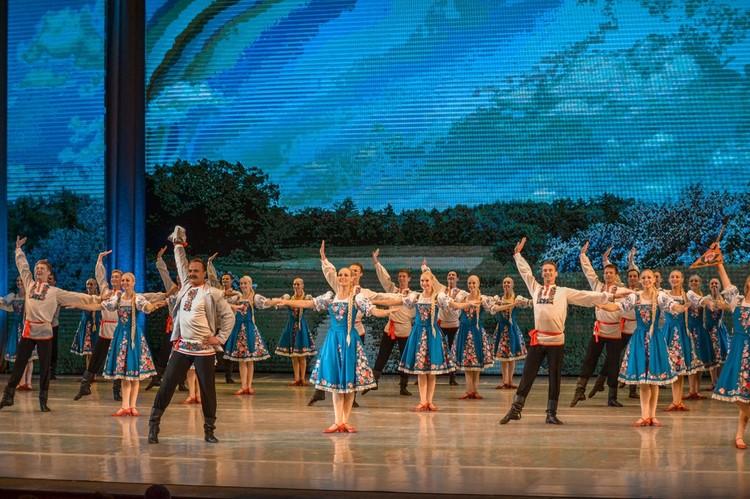 В танце красноярских артистов особая энергетика. Фото: официальная группа ансамбля во ВКонтакте