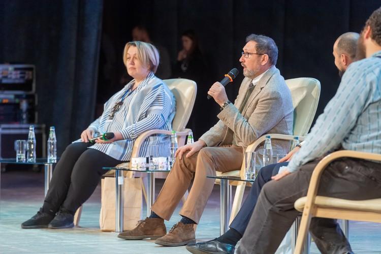 Сергей Лукьянов, руководитель текстильного объединения «Монолит» (на фото в центре).