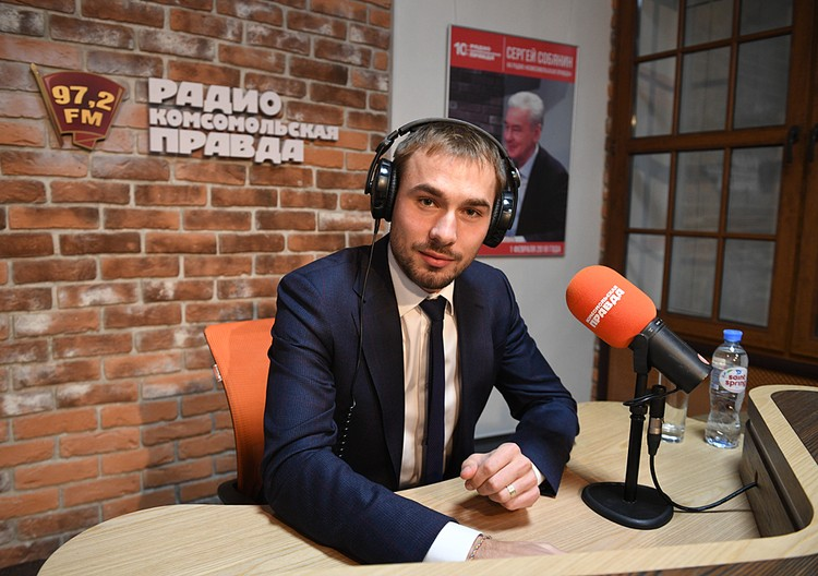 Антон Шипулин слушает вас