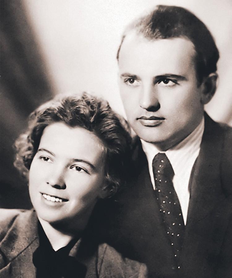 Михаил Горбачев решил жениться на Раисе, а родителей поставил в известность в самый последний момент. Фото: Семейный архив