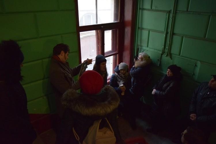 Большого интереса у публики история не вызвала - на первую (и пока последнюю) экскурсию пришло всего около десяти человек. Фото: Анастасия Сальникова