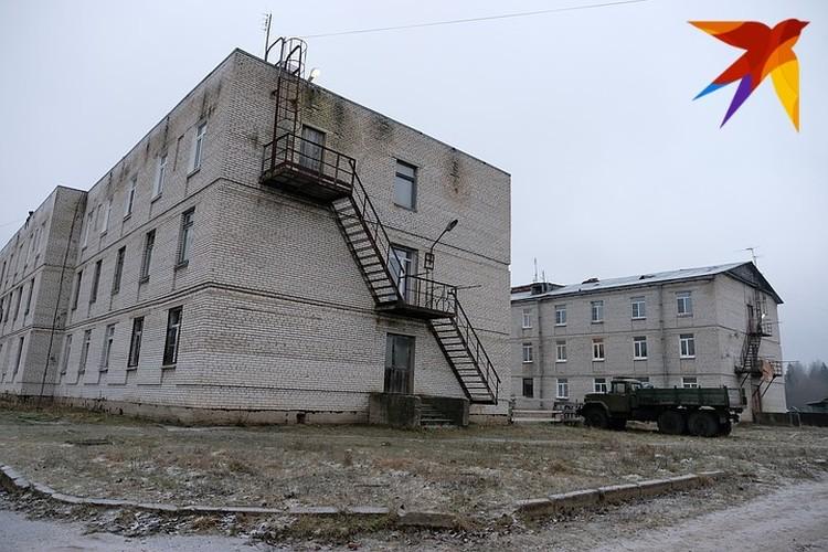 Жизнь в Обуховце сосредоточена в основном в двух трехэтажках и нескольких частных домах.