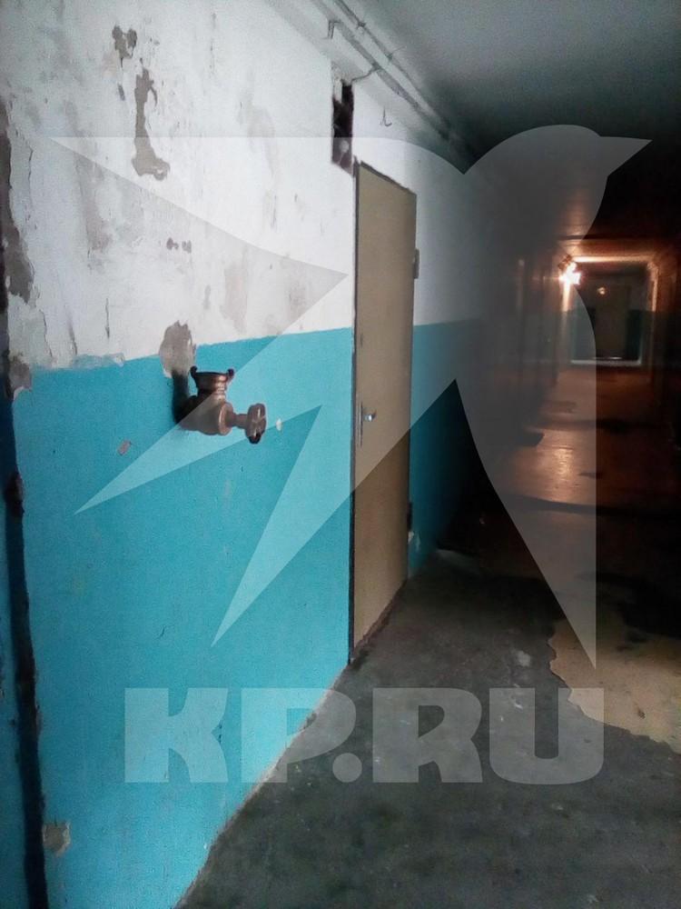Подъезд дома, где жила Мария Клочкова - все обшарпанное и ветхое