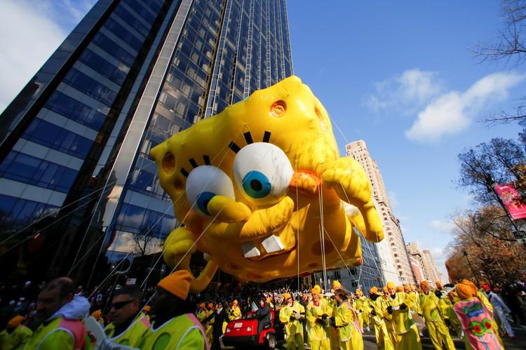 Огромный шар Спанч Боб на параде Macy's в Нью-Йорке