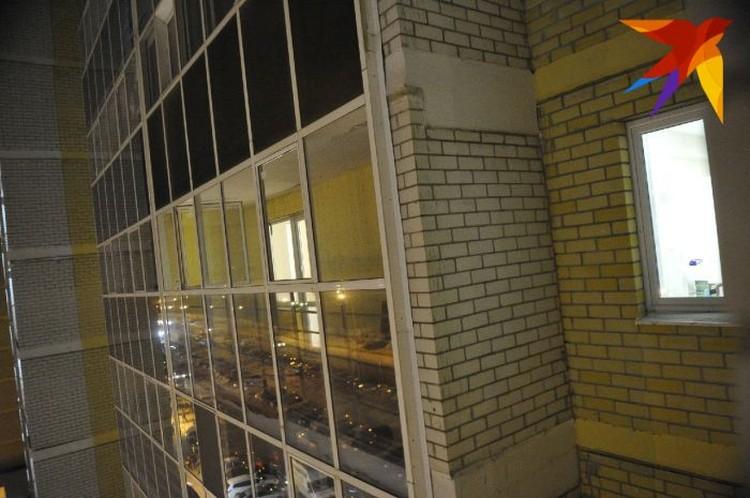 Балкон квартиры, которую снимали сектанты. По одной из версий, убийство произошло в ней.