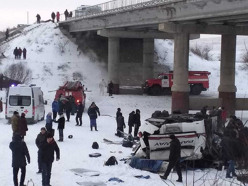 Трагедия произошла на трассе Сретенск – Чита в 60 километрах от райцентра днем 1 декабря. ДТП с автобусом под Читой 1 декабря унесло жизни 19 человек.
